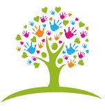 drzewo-z-rękami-i-sercami-26757681.jpeg